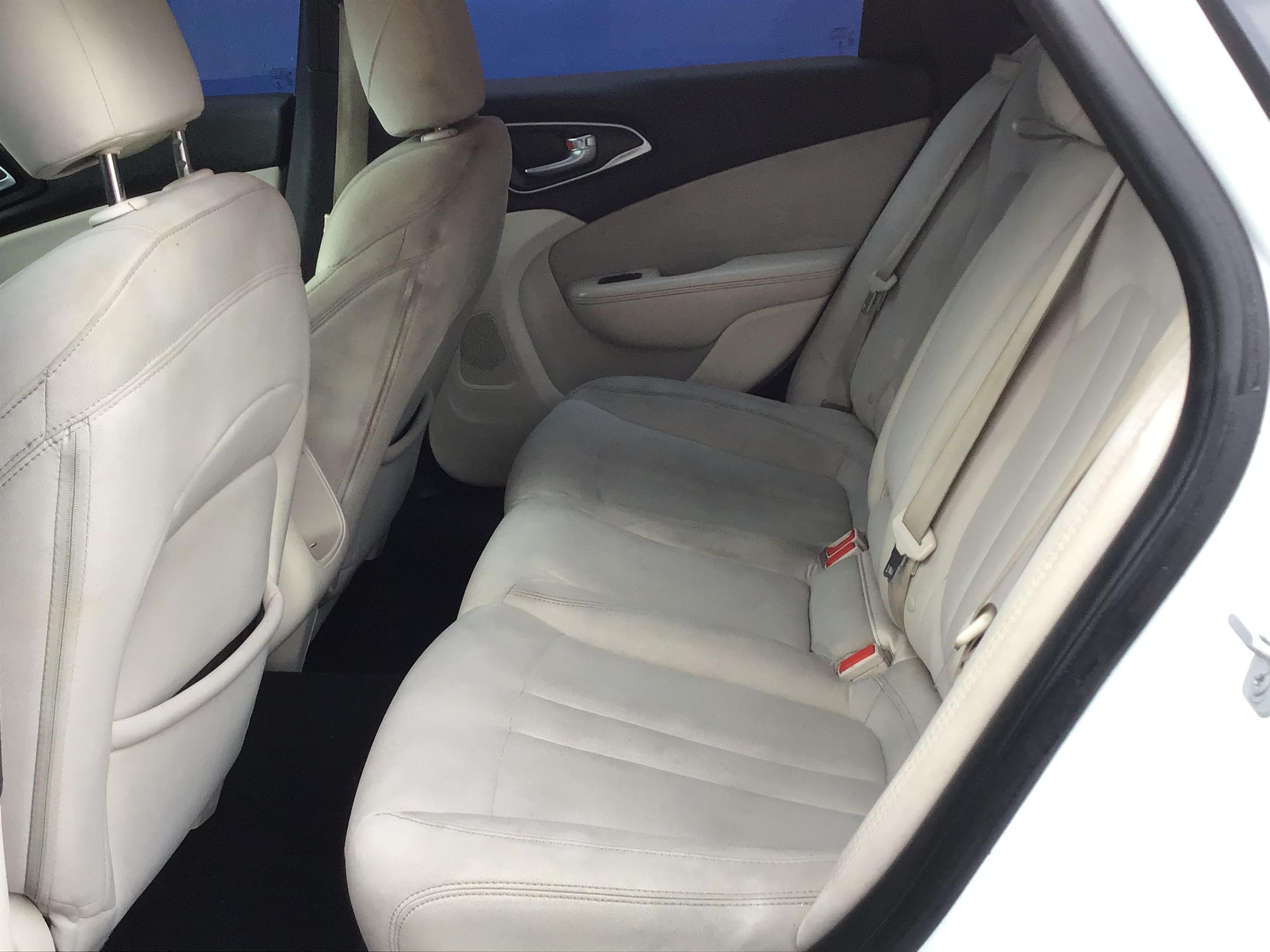 used vehicle - 4 DOOR SEDAN CHRYSLER 200 2015