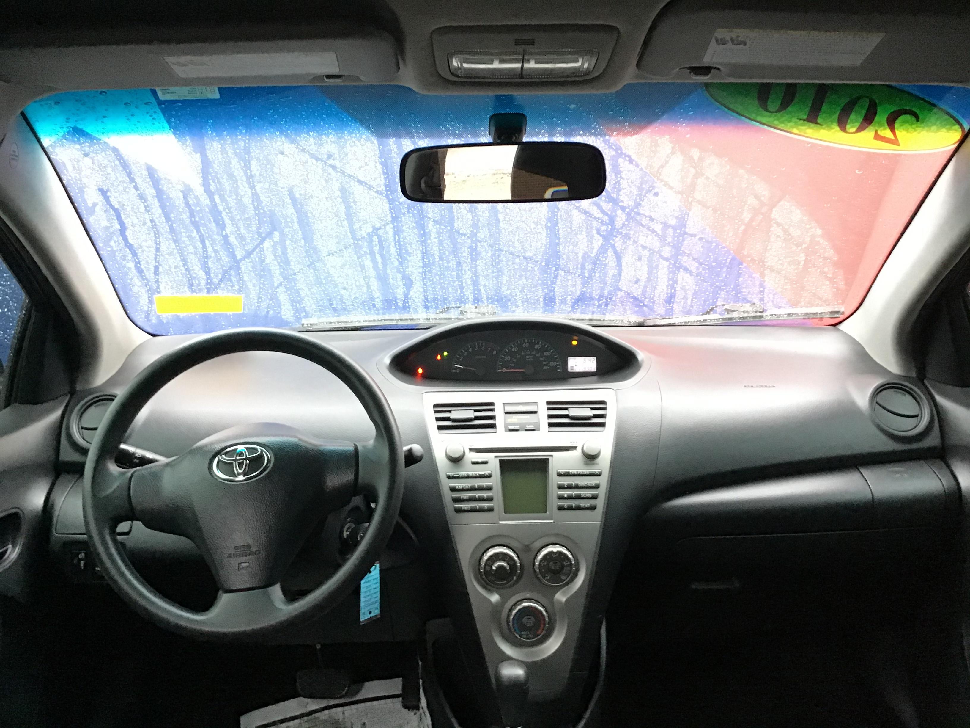 used vehicle - Sedan TOYOTA YARIS 2010