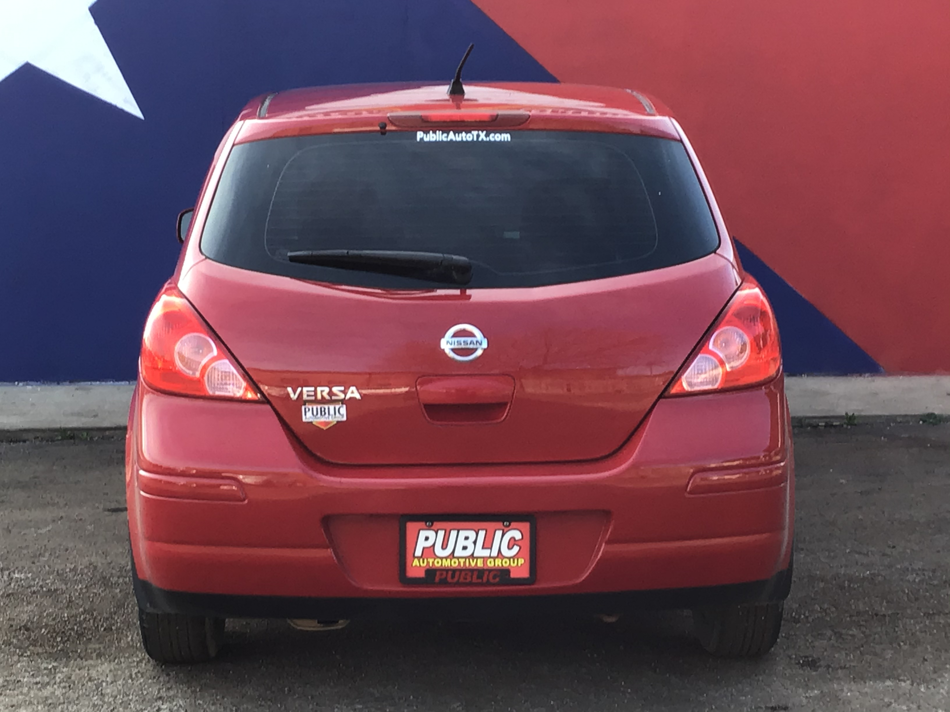 used vehicle - Sedan NISSAN VERSA 2011