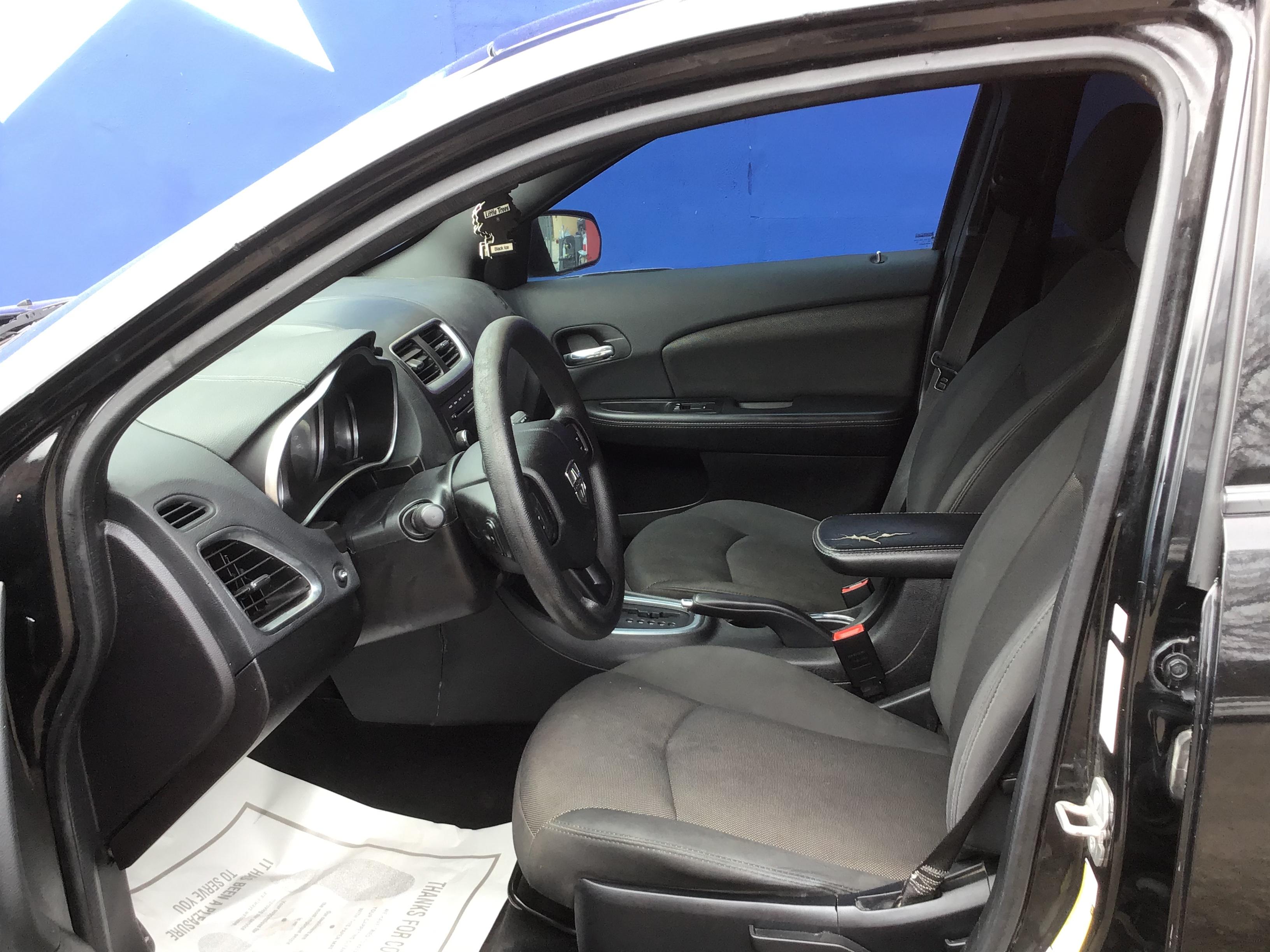 used vehicle - 4 DOOR SEDAN DODGE AVENGER 2014
