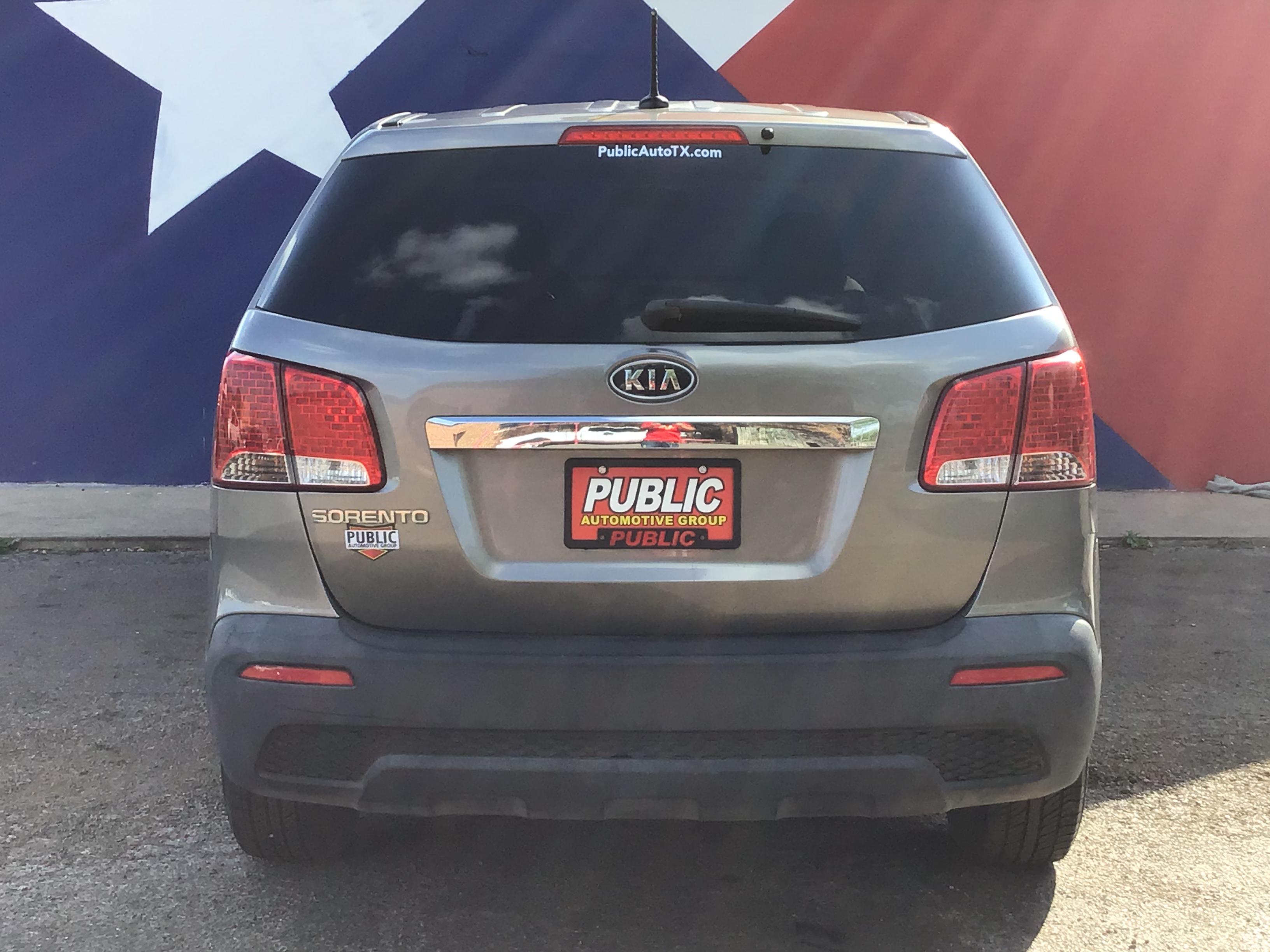 used vehicle - SUV KIA SORENTO 2011