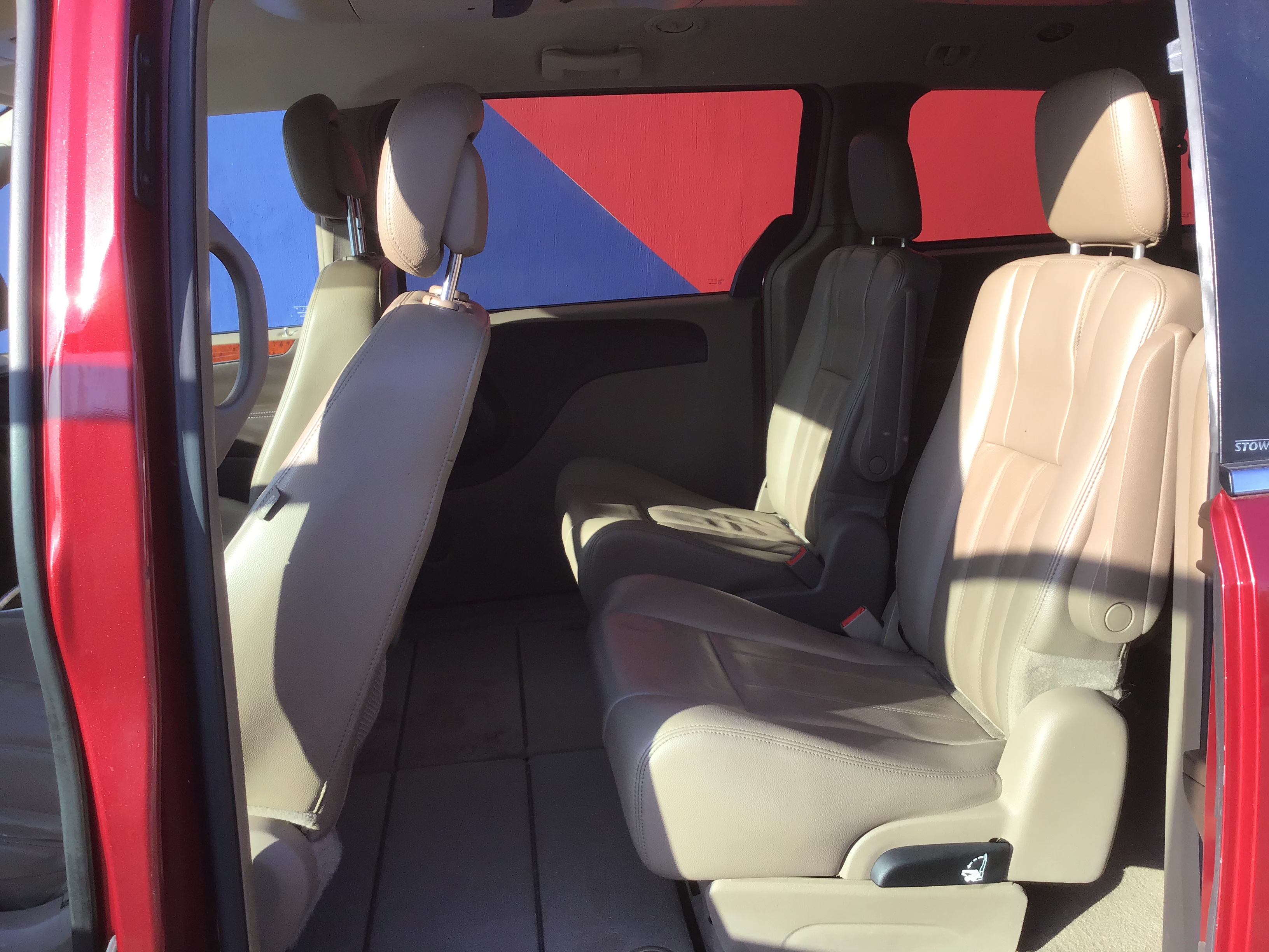 used vehicle - Passenger Van CHRYSLER TOWN AND COUNTRY 2012
