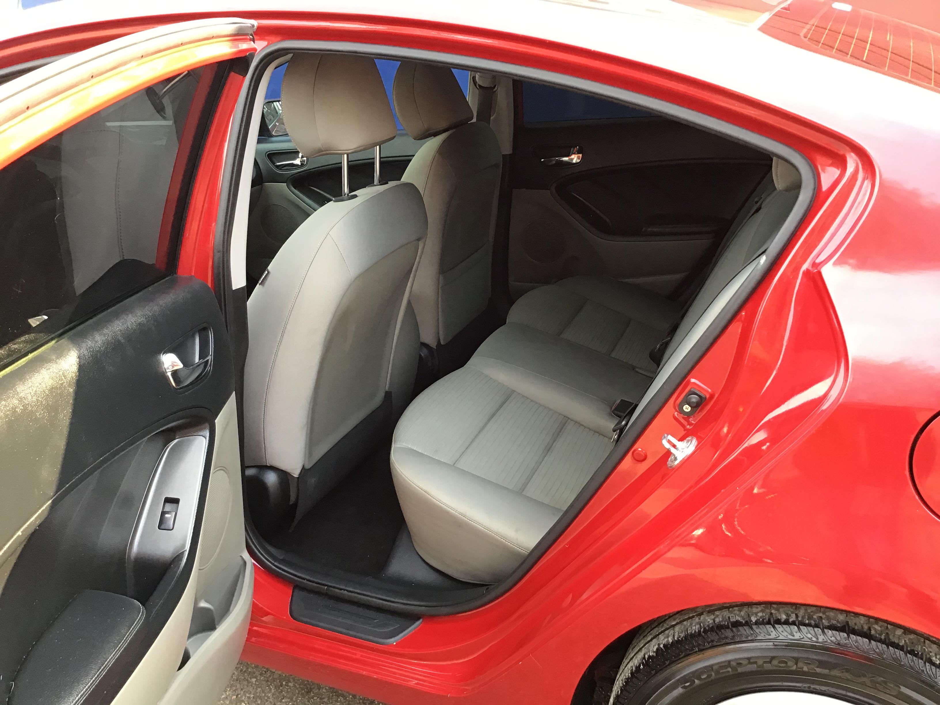 used vehicle - Sedan KIA FORTE 2015