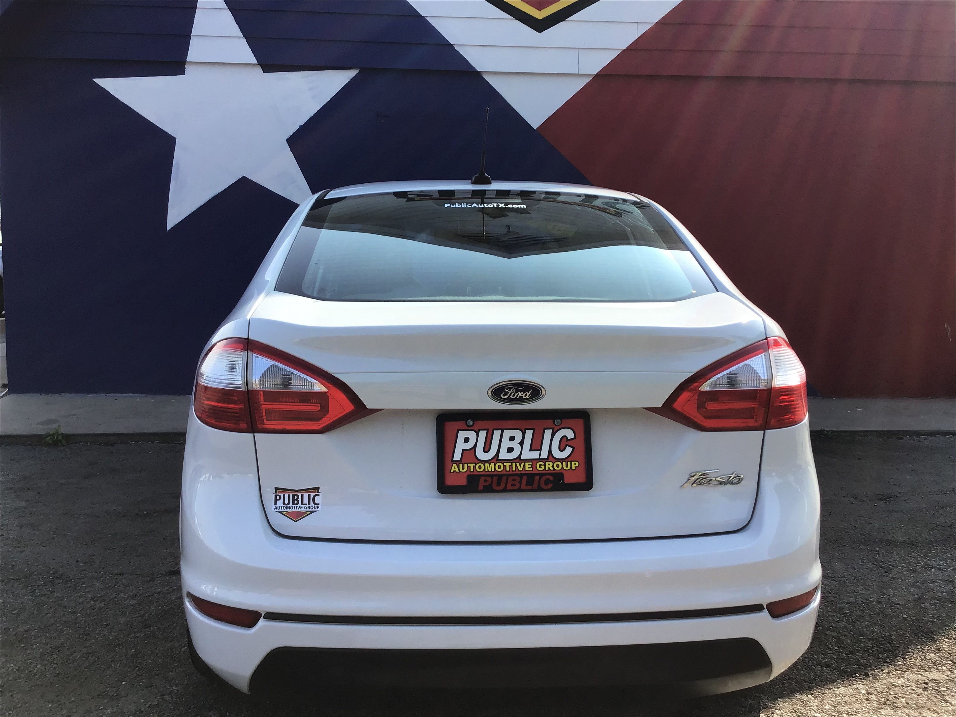 used vehicle - Sedan FORD FIESTA 2015