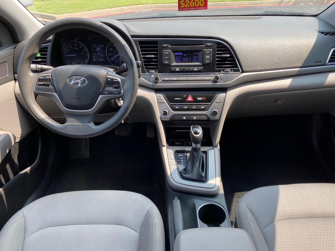 used vehicle - Sedan HYUNDAI ELANTRA 2017