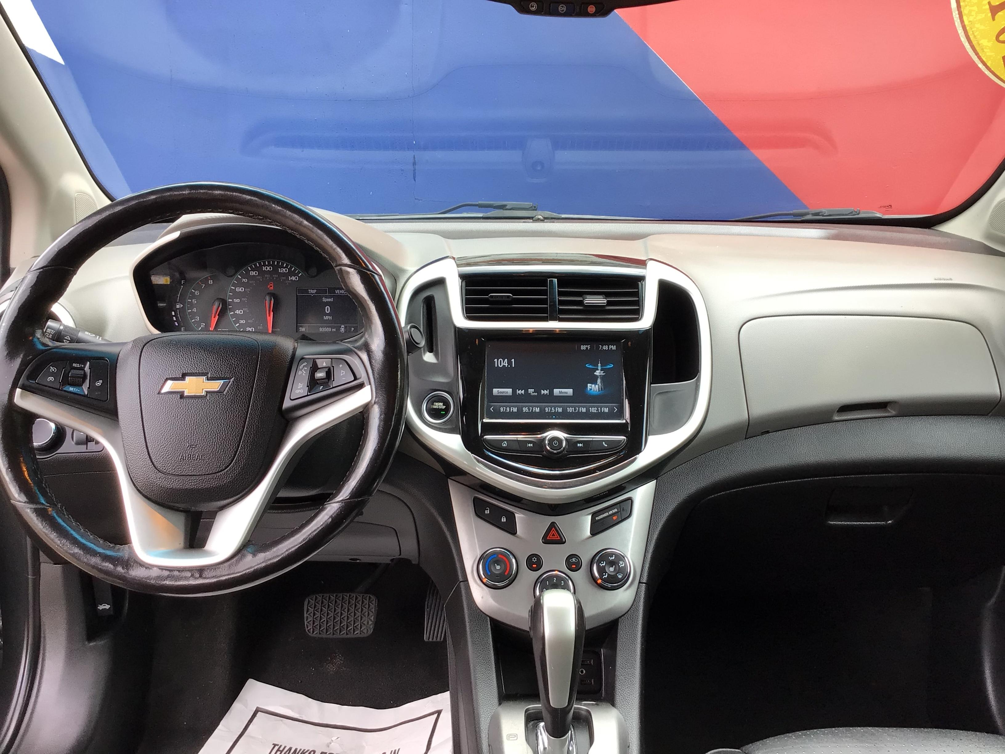 used vehicle - Sedan CHEVROLET SONIC 2017