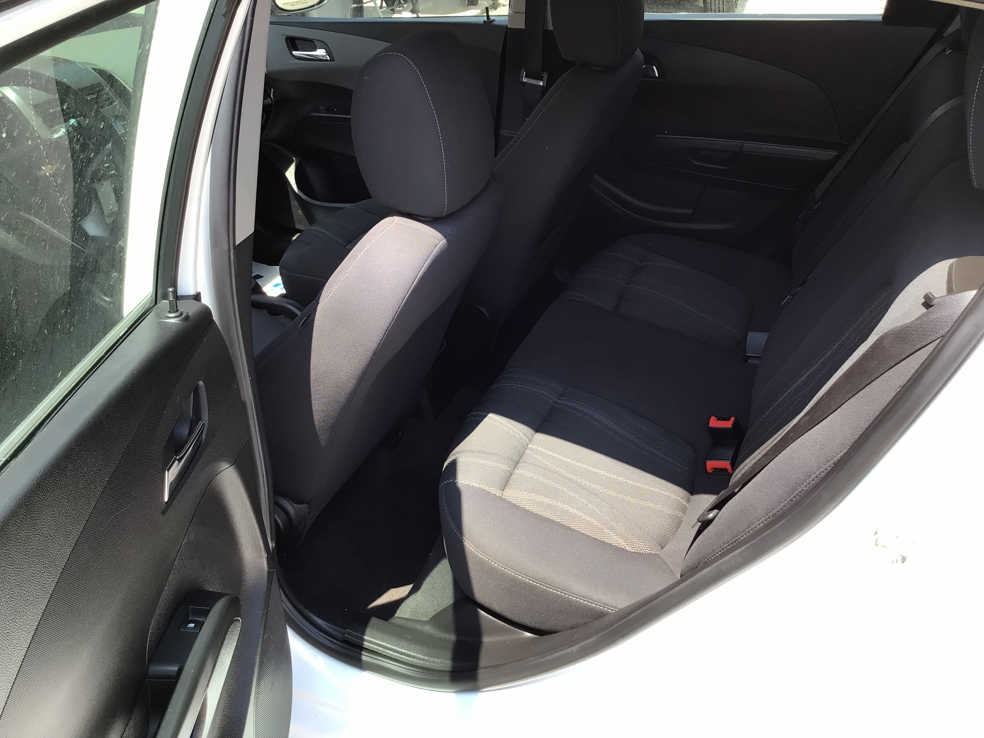 used vehicle - Sedan CHEVROLET SONIC 2015