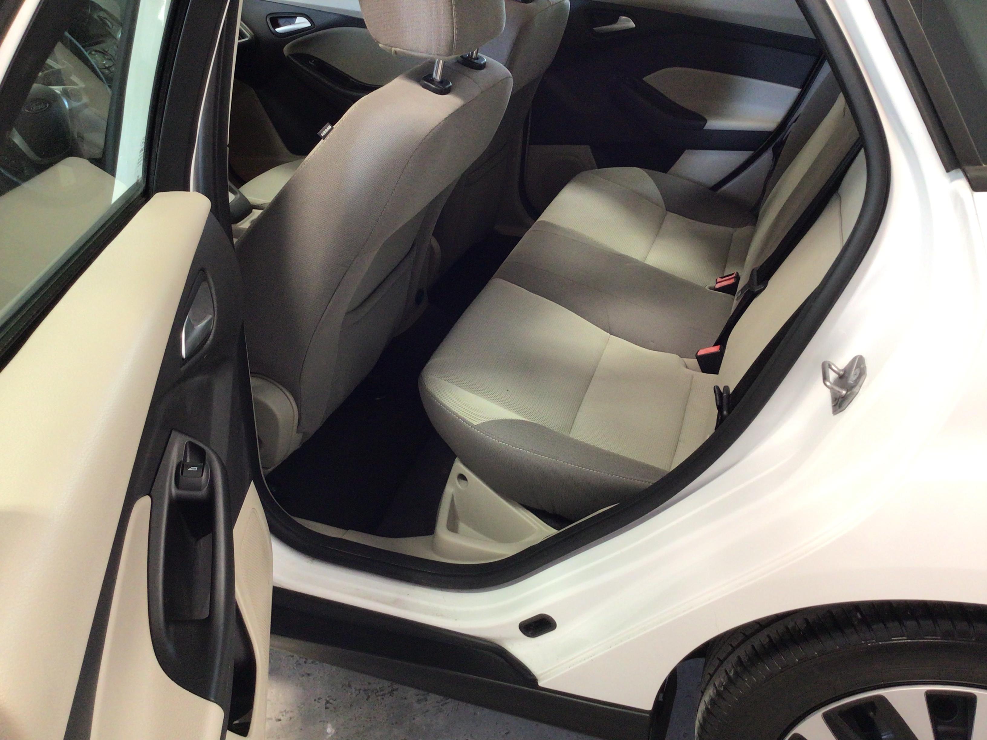 used vehicle - Sedan FORD FOCUS 2013