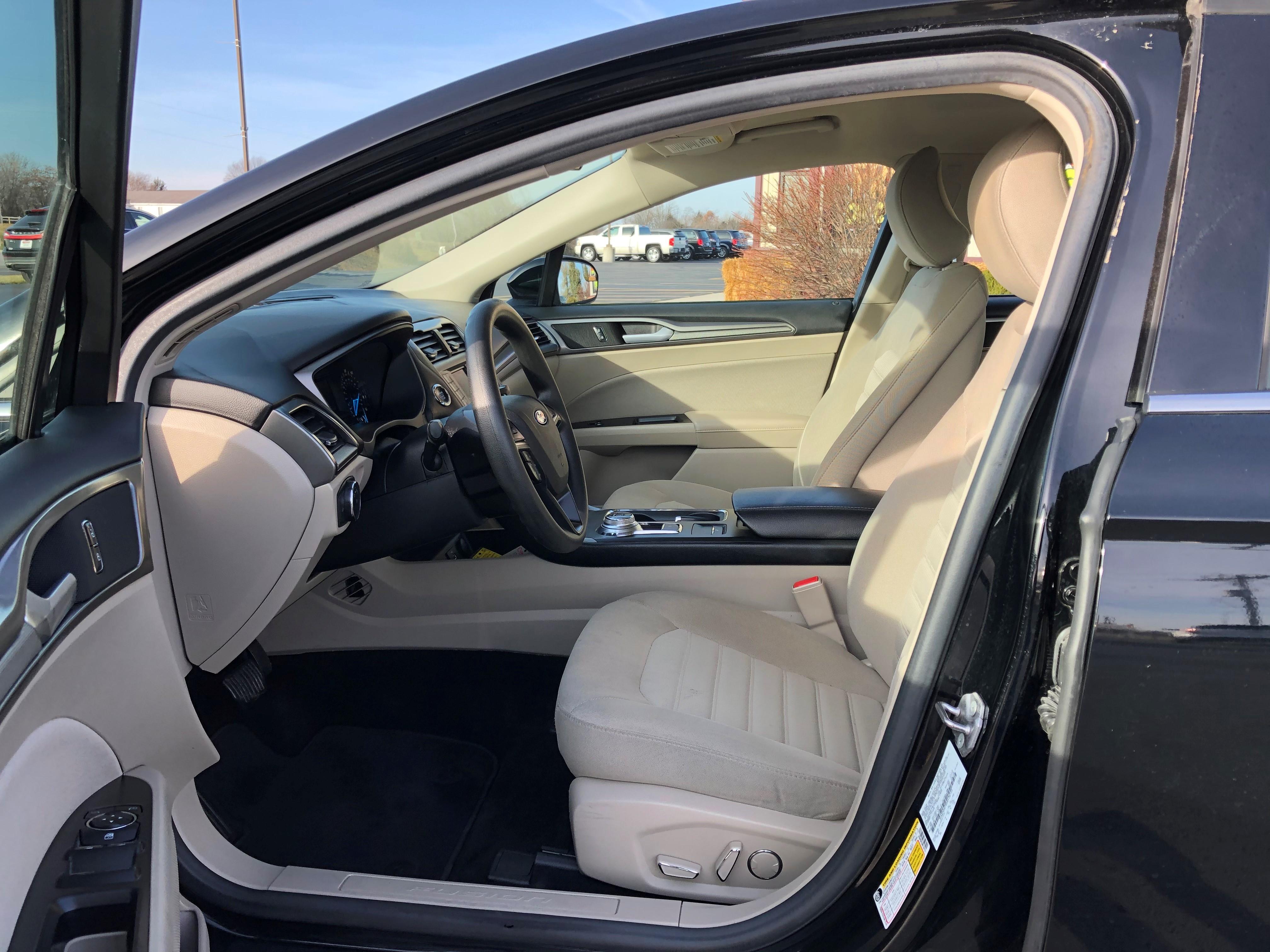 used vehicle - Sedan FORD FUSION 2017