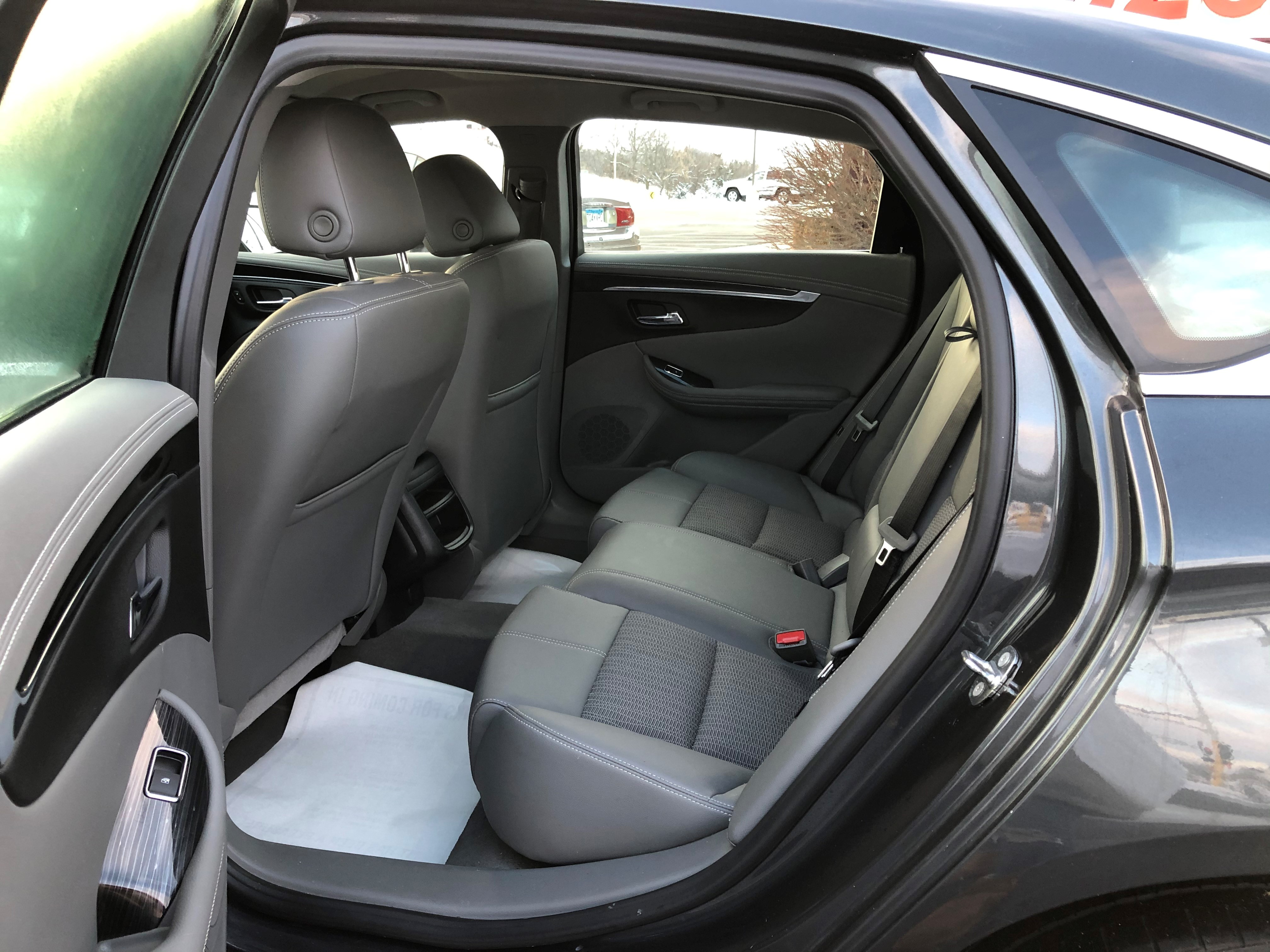 used vehicle - Sedan CHEVROLET IMPALA 2018