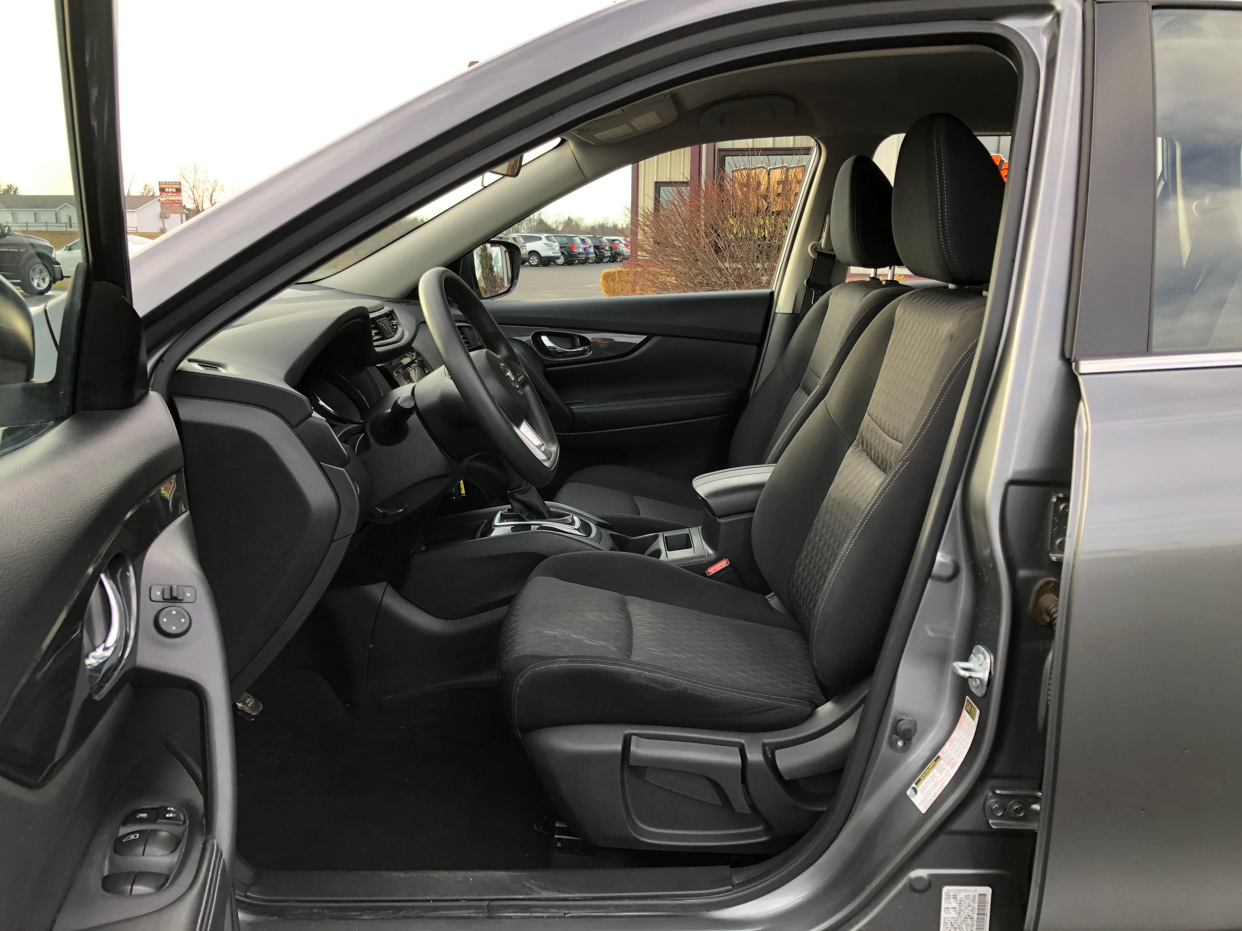 used vehicle - SUV NISSAN ROGUE 2017