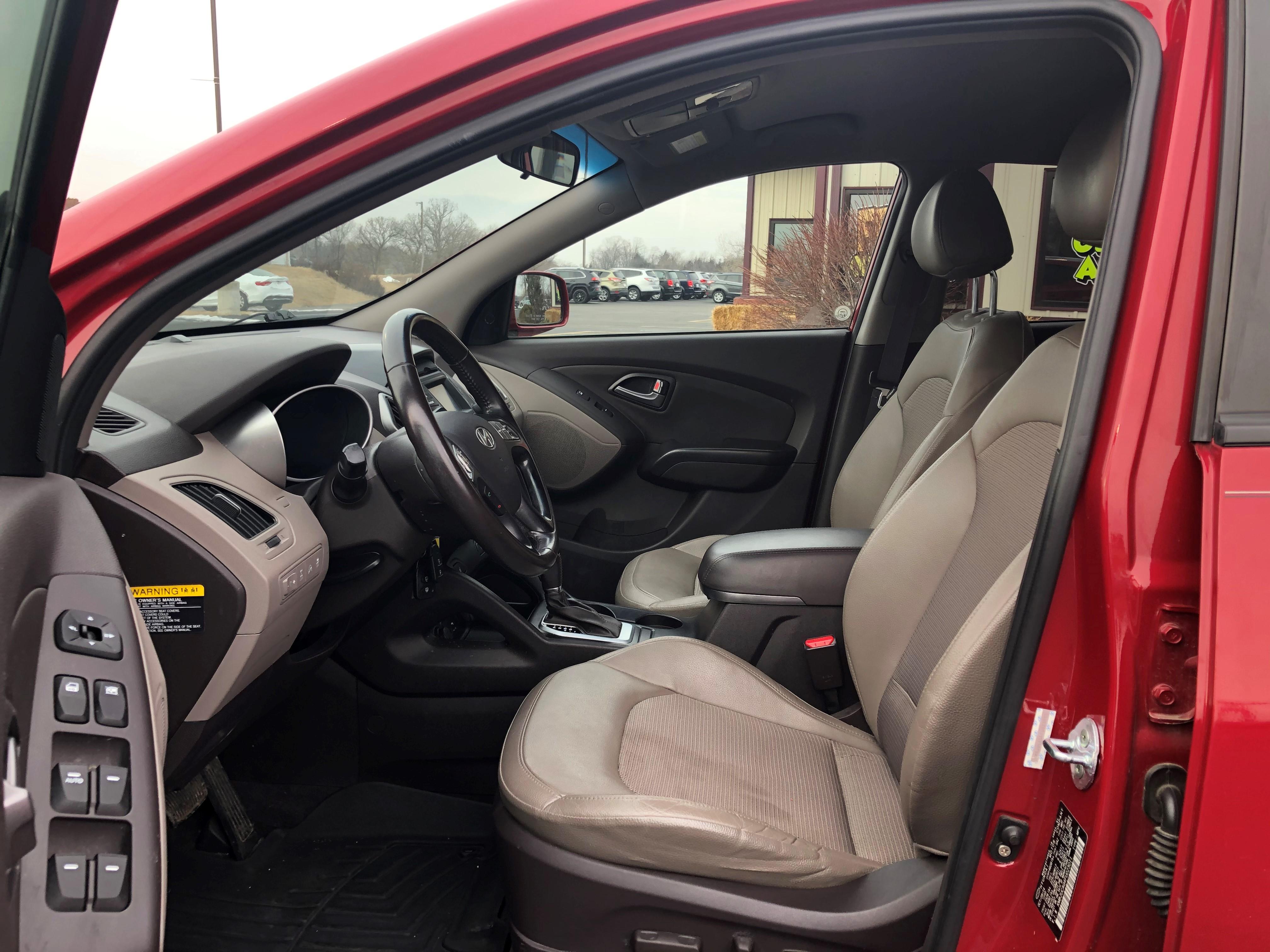 used vehicle - SUV HYUNDAI TUCSON 2015