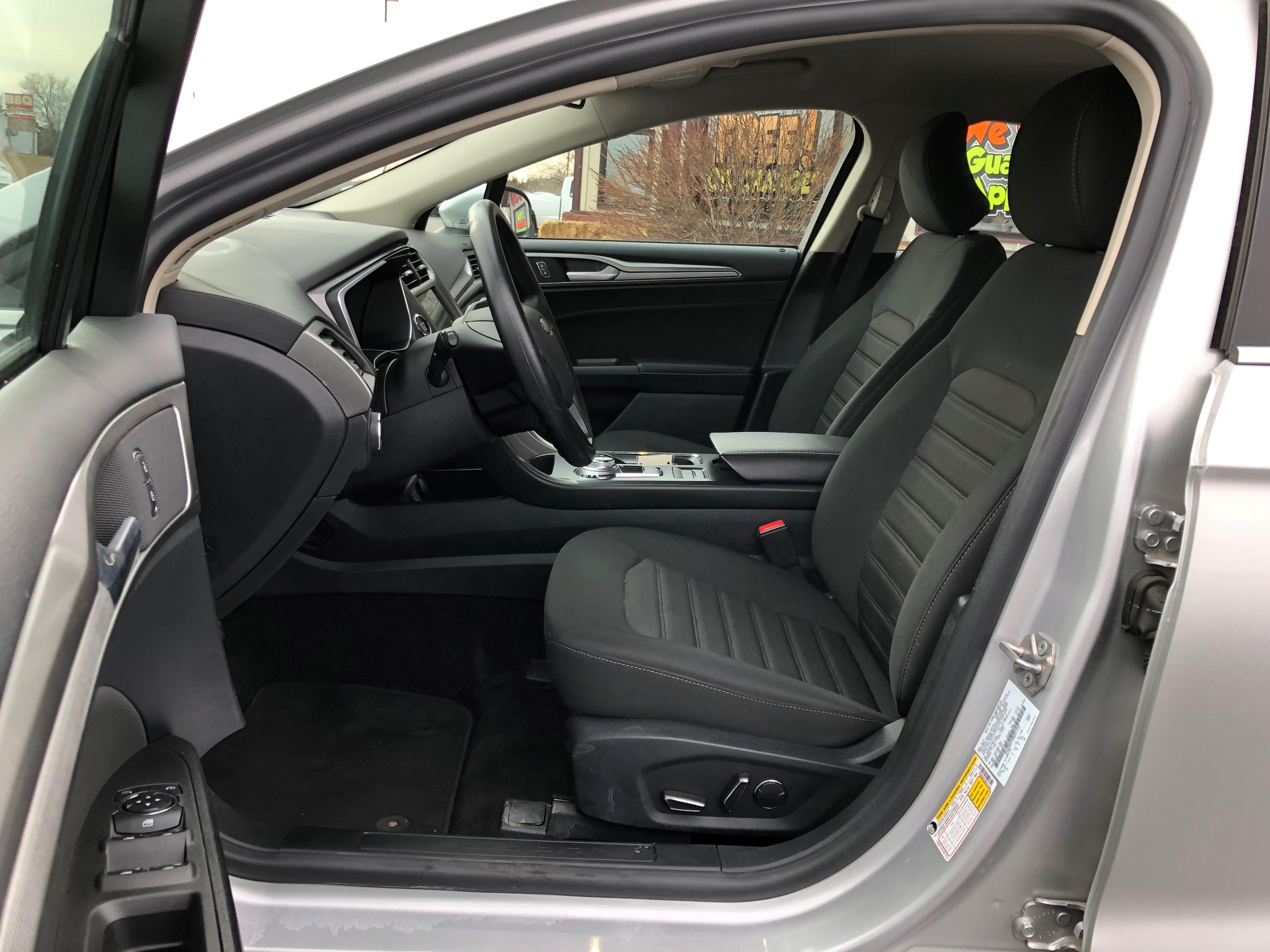 used vehicle - Sedan FORD FUSION 2019