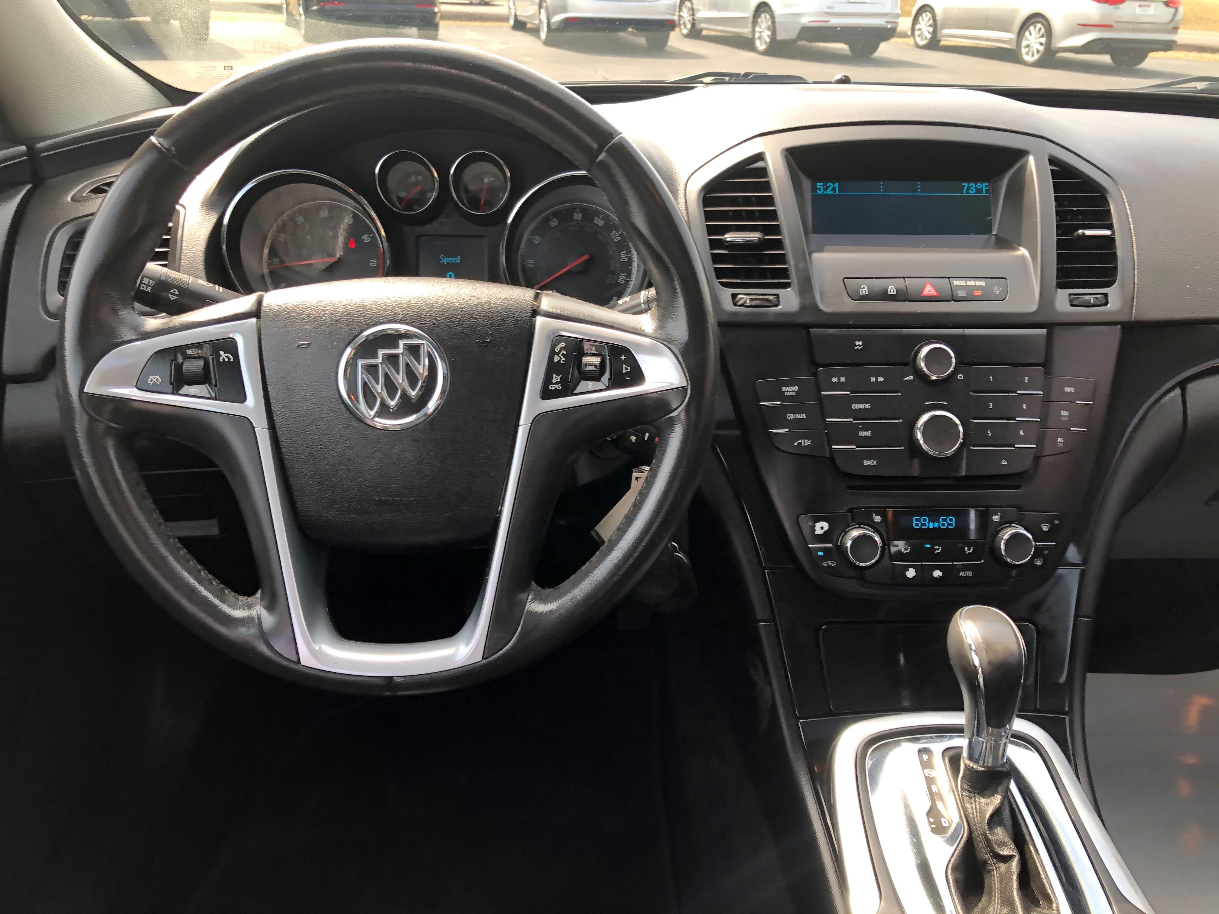 used vehicle - Sedan BUICK REGAL 2011