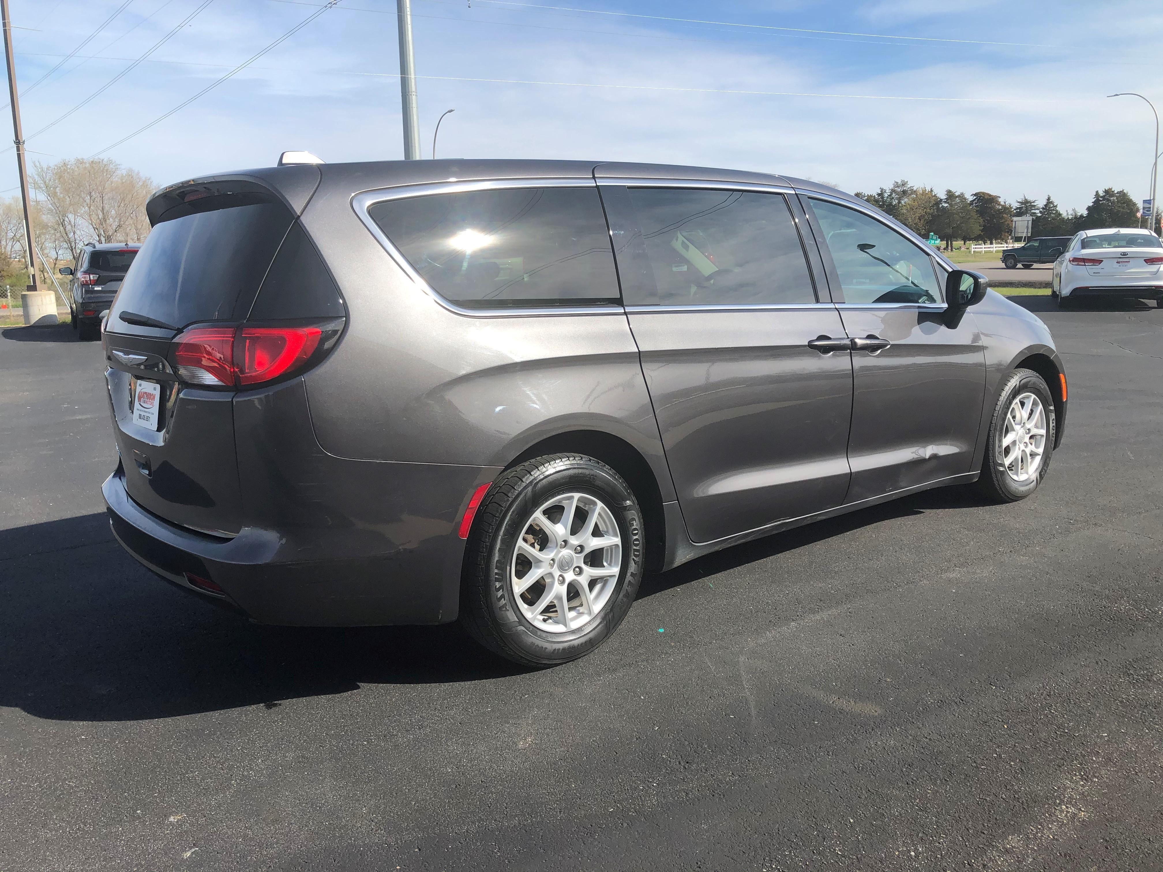 used vehicle - Passenger Van CHRYSLER PACIFICA 2017