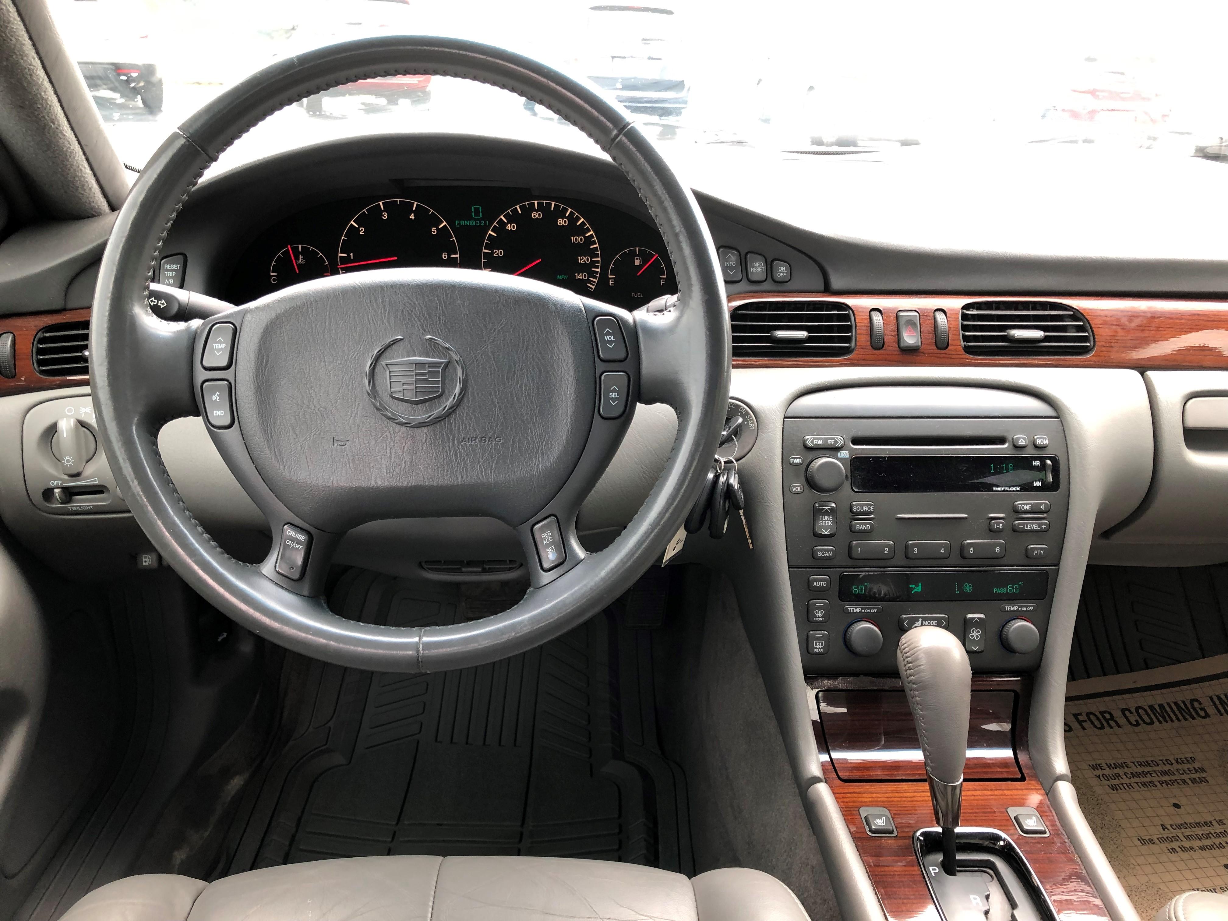 used vehicle - Sedan CADILLAC SEVILLE 2004