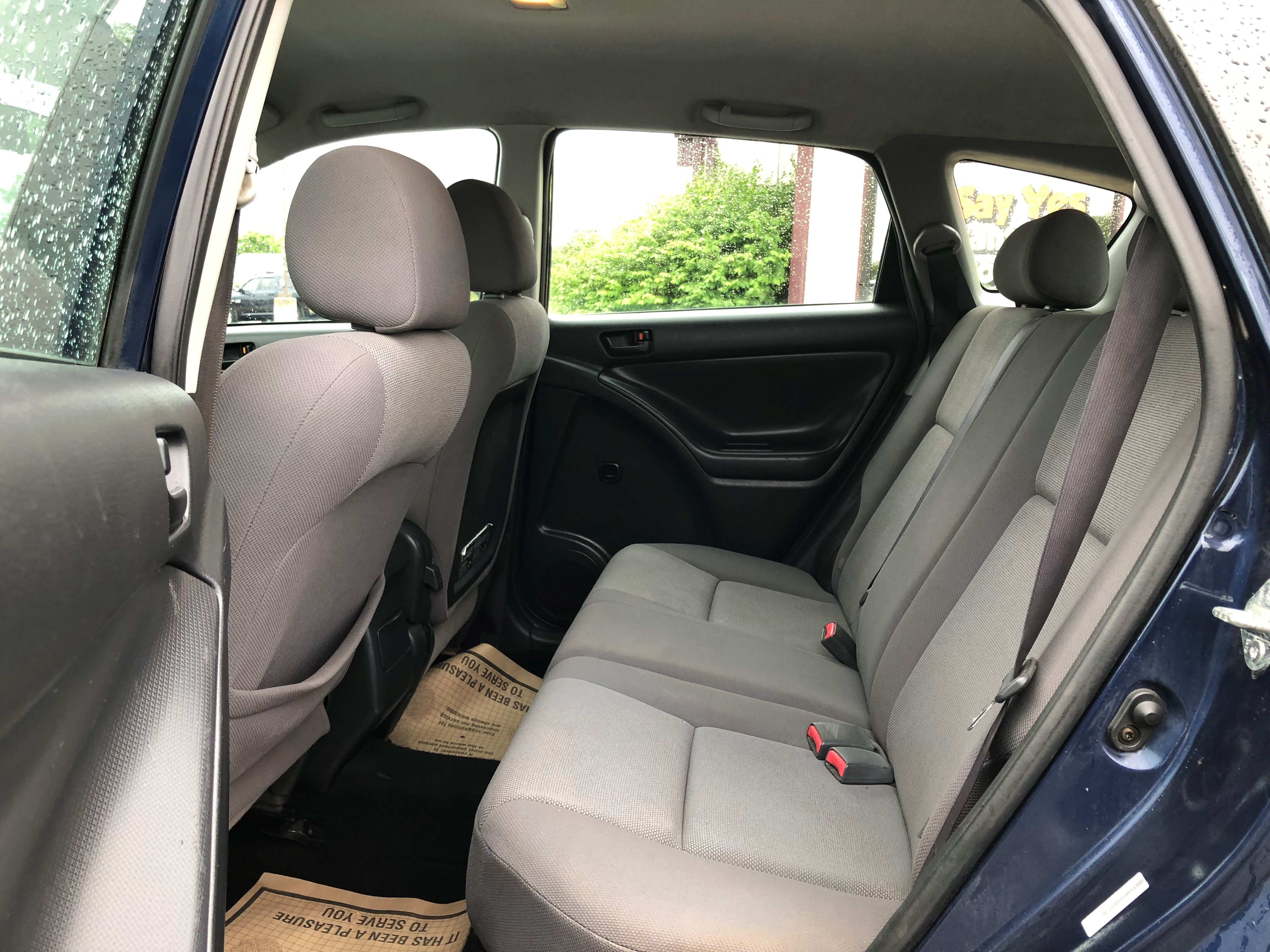 used vehicle - Sedan PONTIAC VIBE 2004