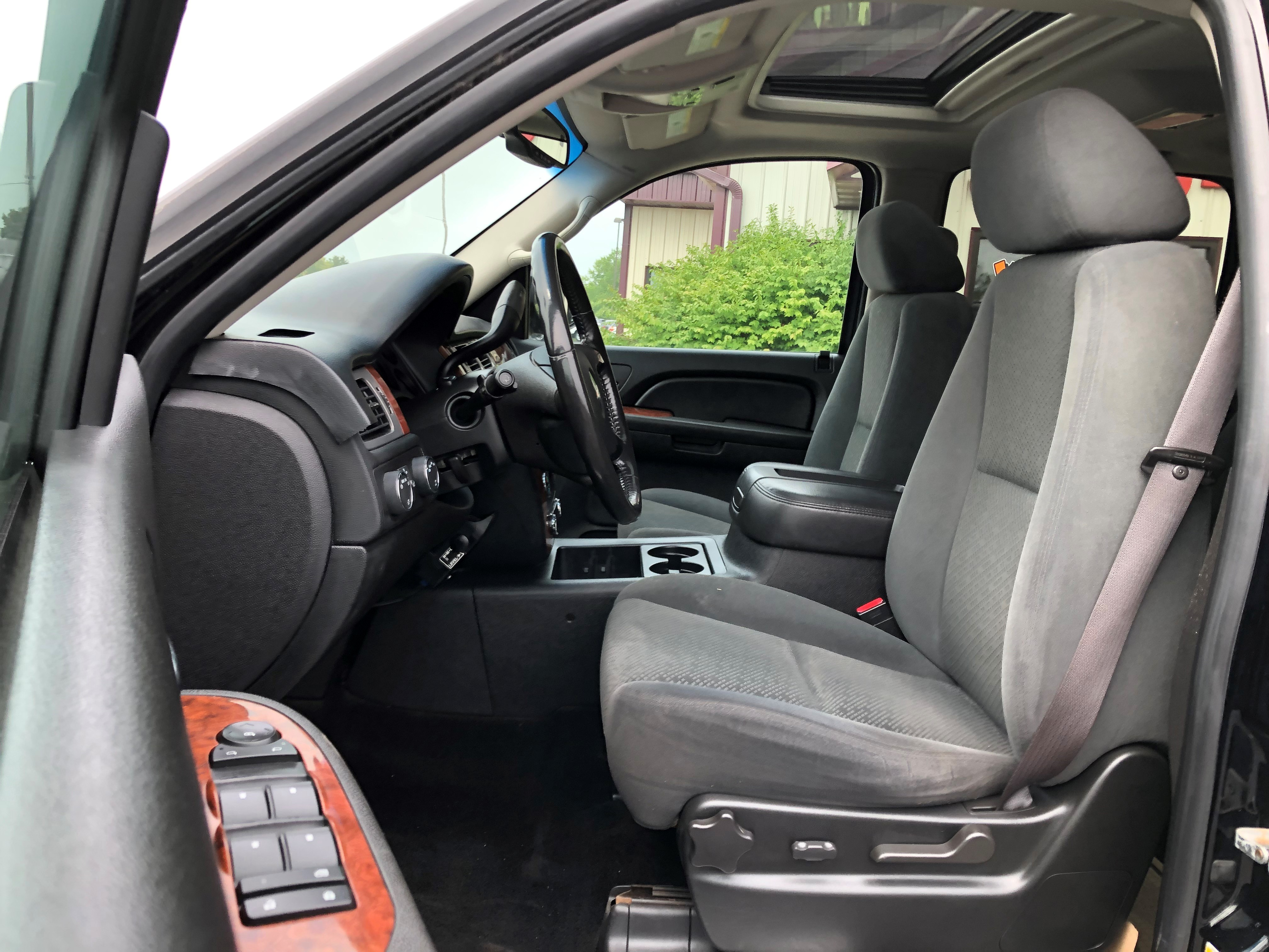 used vehicle - SUV CHEVROLET SUBURBAN 2008