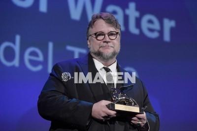 Guillermo del Toro gana León de Oro de Venecia
