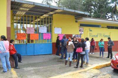 Padres de familia toman nuevamente primaria de Orizaba