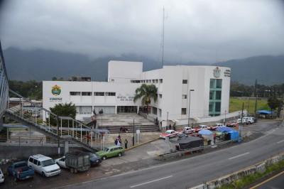 """Exhiben aplicación de """"curitas"""" a fisuras de Hospital Regional de Río Blanco tras el sismo"""