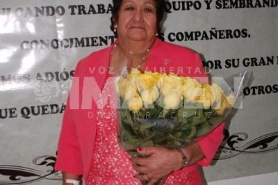 RECONOCEN SU LABOR:Profesora María Magdalena Jiménez Haydée se jubila