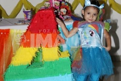 ARCOIRIS DE DIVERSIÓN:Miranda Rocha Morfin festeja cuatro años de edad