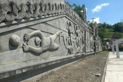Abandonados monumentos y murales de Teodoro Cano