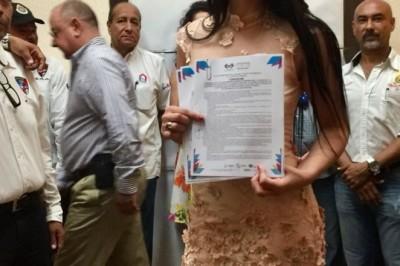 Extorsión llevó a candidata a reina del Carnaval a renunciar