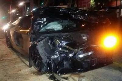Alan Pulido choca y destroza auto de 2.5 mdp