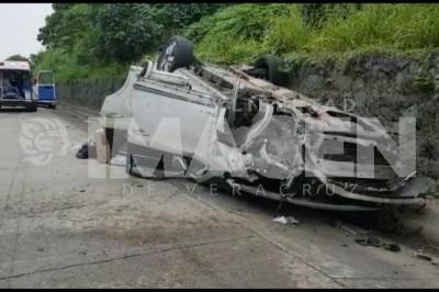Cuitláhuac Garcia resulta ileso en volcadura