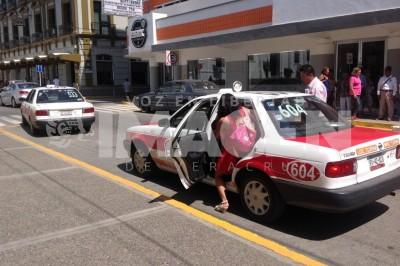 Perjudica la vialidad el exceso de concesiones de taxis