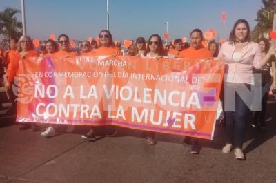 Con una marcha exigen un alto a la violencia contra la mujer