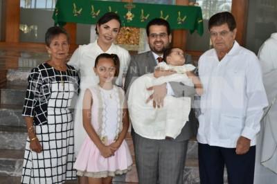 Tres sacramentos ante Dios:Carlos y Verónica Ocaña de González bendicen su matrimonio