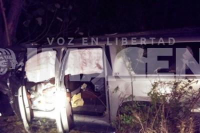 Choca Rafael Acosta Croda contra camión cargado de caña