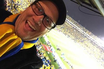 Rob Schneider asiste al estadio a apoyar a Tigres