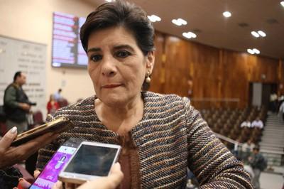 María Elisa Manterola Sáinz evade cuestionamientos sobre compra de luminarias