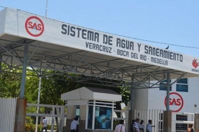 Extrabajadores del SAS se manifestaron afuera del Teatro de la Reforma