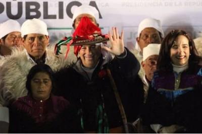 Inicia Meade precampaña vestido de chamula en Chiapas