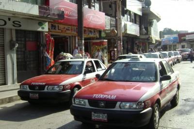 Suben el pasaje taxistas en Tuxpan