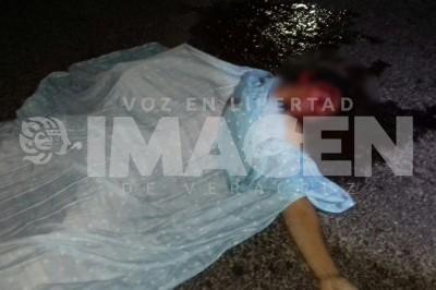 Muere joven aplastado por una camioneta