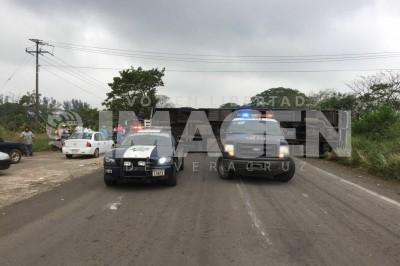 4 lesionados al volcarse autobús de pasajeros