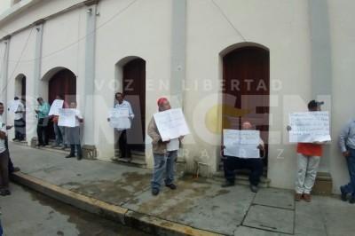 Empleados sindicalizados toman el Palacio municipal de Cosamaloapan