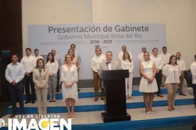Presenta Morelli al gabinete que lo acompañará en su administración
