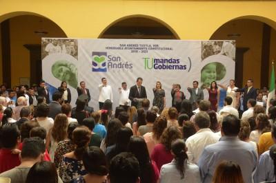 Rinde protesta como alcalde de San Andrés Tuxtla, Tavo Pérez
