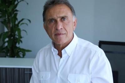 Prevén renuncia de Yunes Linares a su cargo
