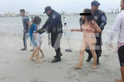 Mujer presuntamente intenta ahogar a sus hijos