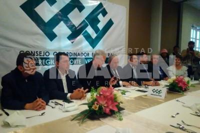 Rinde protesta Salvador Resendiz como nuevo presidente del CCE