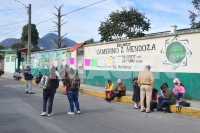 Toman padres escuela Camerino Z Mendoza; tienen cuatro años sin docente