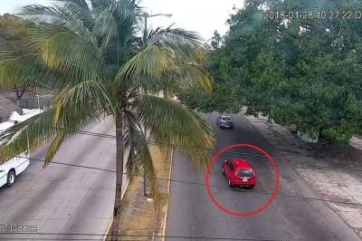 Roban camioneta a mano armada en Boca del Río
